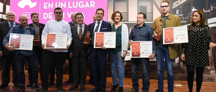 El presidente García-Page defenderá en Bruselas la protección de los productos artesanos de la región como la cuchillería albaceteña
