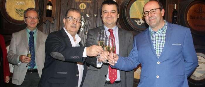 El Gobierno regional impulsa la primera gran alianza entre dos cooperativas de vino de Castilla-La Mancha