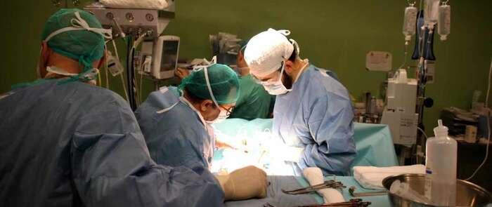 Cirujanos del Hospital Mancha Centro desarrollan una nueva técnica que permite abordar tumores pélvicos complejos mediante laparoscopia