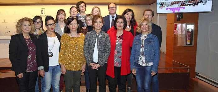 Castilla-La Mancha presenta el Plan de Formación 'Cuidando a quienes cuidan'