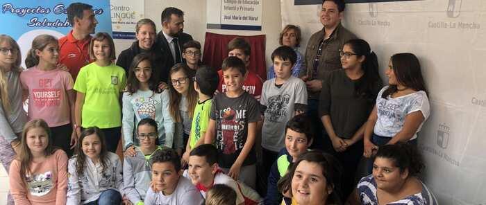 La Junta inicia la instalación de placas en los centros con Proyectos Escolares Saludables para reconocer su compromiso