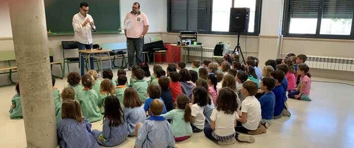 Los profesores de la Escuela Municipal de Música de Alcázar presentan su oferta en los colegios