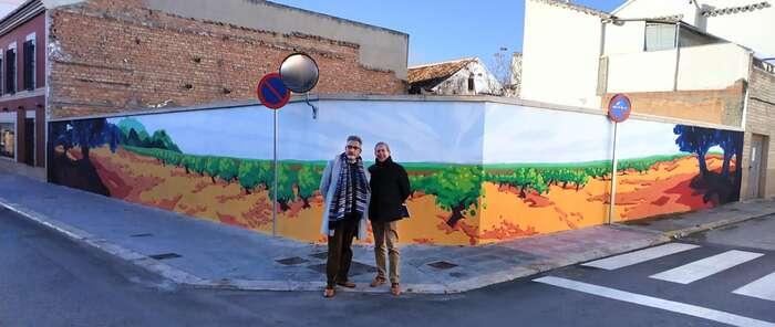 Artistas locales, con pinturas y trampantojos, comienzan a ornamentar los solares de Valdepeñas