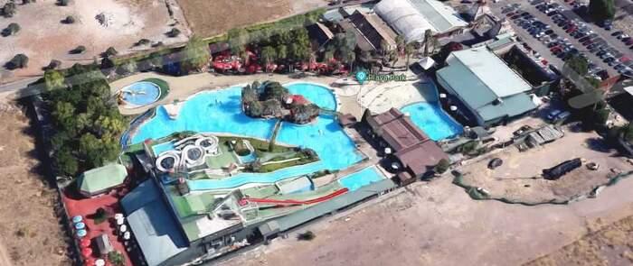 Trasladada al hospital una niña de 4 años tras ser rescatada de una de las piscinas del Playa Park de Ciudad Real