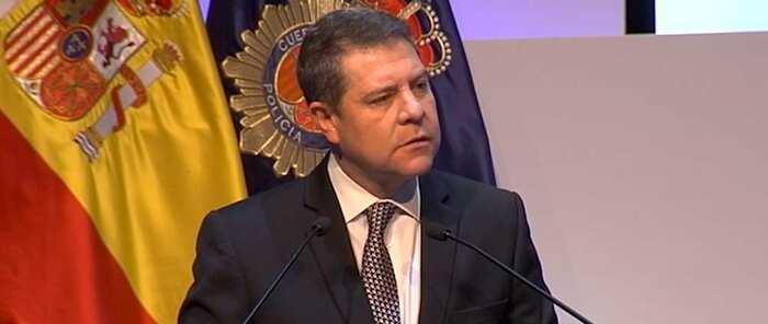 García-Page defiende el derecho a la igualdad en términos absolutos y agradece a la Policía Nacional su trabajo para garantizarlo