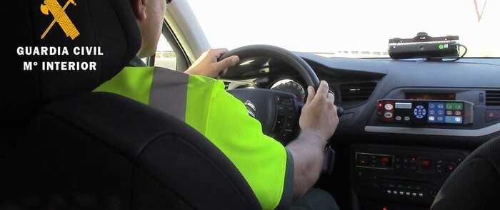 Investigada una persona por superar la velocidad permitida en 97 km/h