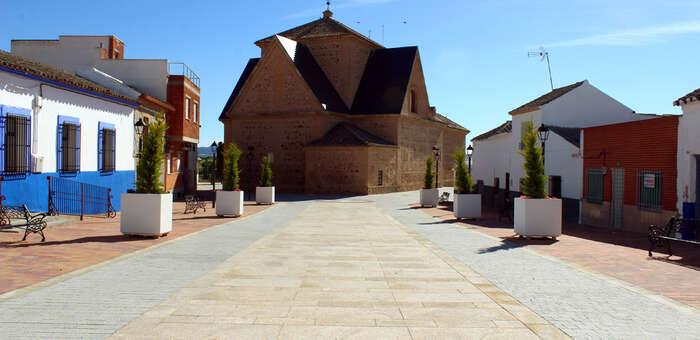 Finaliza en Camuñas la remodelación de la emblemática plaza Ramón y Cajal