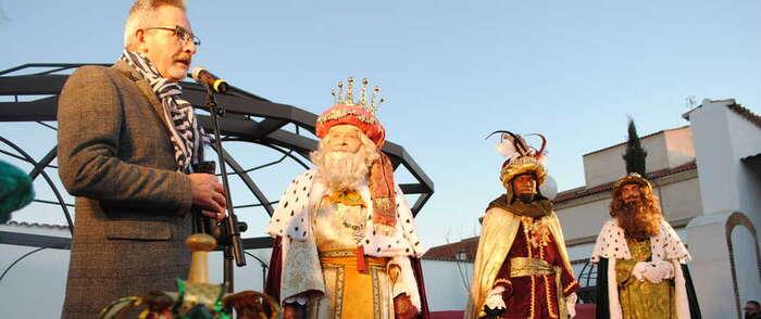 Jesús Martín recibió en Bodegas A7 a Melchor, Gaspar y Baltasar en su llegada a Valdepeñas