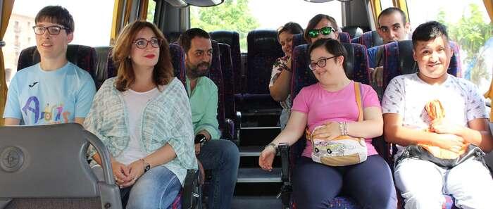 Recuperada la ruta de autobús urbano para usuarios del centro ocupacional y la residencia de mayores