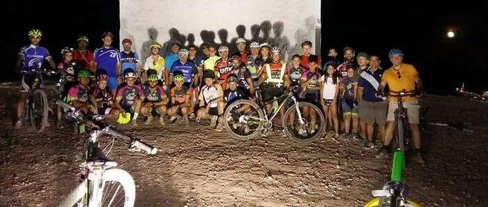 Alrededor de 50 ciclistas han participado en la III Ruta Nocturna de Miguel Esteban