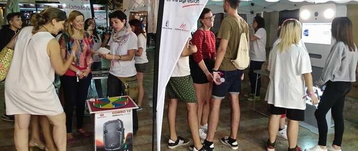 La campaña 'Sin un sí, es no' llegó a los jóvenes en las LXV Fiestas del Vino de Valdepeñas