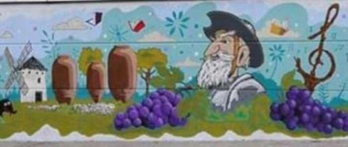 Alumnos de los institutos de Villarrobledo finalizan el grafiti que decora el pabellón deportivo del colegio Virgen de la Caridad