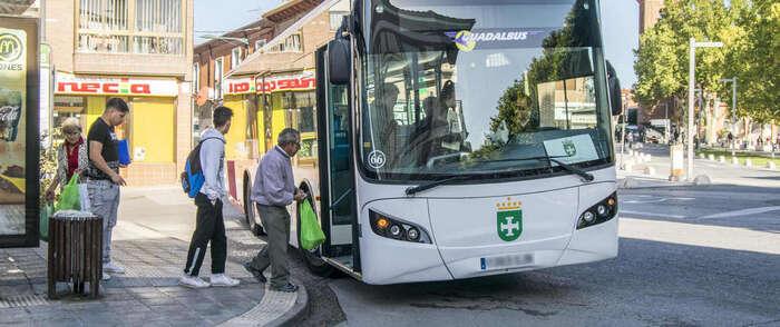 Las personas con discapacidad de Marchamalo también cuentan con descuento en el autobús desde este mes
