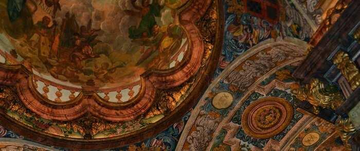 El alcalde de Valdepeñas visitó la restauración de las pinturas barrocas de la capilla del Convento