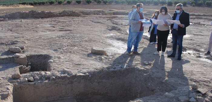Valdepeñas estudia el hallazgo de una bodega romana en 'El Peral' y la reubicación de la rotonda