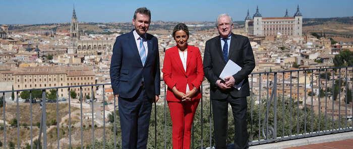 La alcaldesa de Toledo, Milagros Tolón comparte con Javier Lacalle, alcalde de Burgos, las claves de las conmemoraciones culturales celebradas en la ciudad
