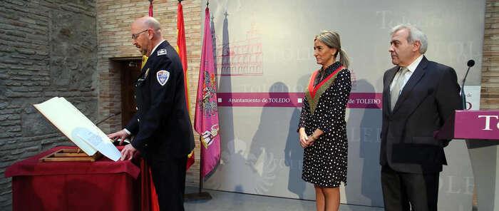 La alcaldesa destaca del nuevo intendente jefe de la Policía Local su dedicación a los toledanos y su conocimiento de la institución