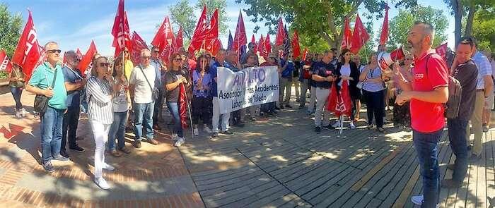 """CCOO, UGT y AVALTO se concentran ante la FEDETO para denunciar los dos últimos accidentes laborales mortales en Toledo y para exigir """"No más muertes en el trabajo"""""""