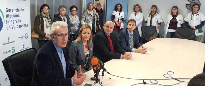 El hospital de Valdepeñas y la Asociación Española contra el Cáncer se alían para ofrecer un nuevo programa de apoyo al paciente oncológico