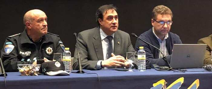 Ángel Mariscal inaugura la Asamblea Regional de Policía Local reconociendo el esfuerzo que realizan sus agentes