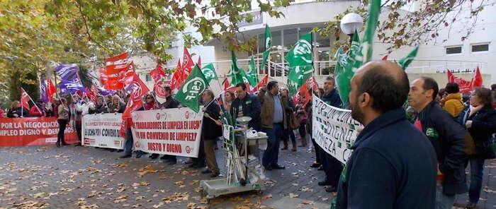 CSIF ha apoyado a los trabajadores de Limpieza de Ciudad Real en su concentración por un convenio digno