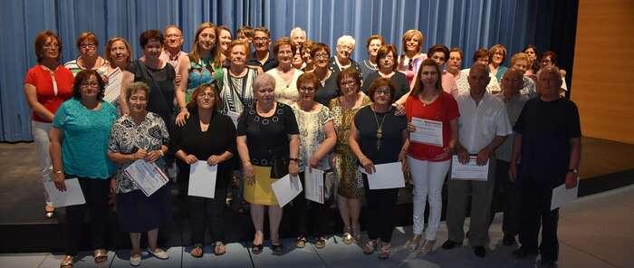 La Concejalía de Envejecimiento Activo de Socuéllamos clausura sus cursos y talleres con un acto de entrega de diplomas en el Reina Sofía