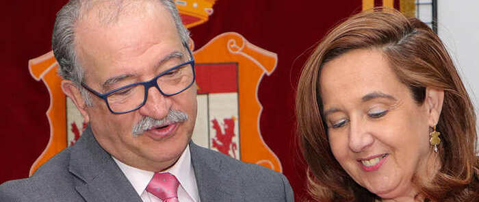 El médico de familia Alfredo Rodríguez recibe el merecido tributo de la población rabanera al alcanzar su edad de jubilación