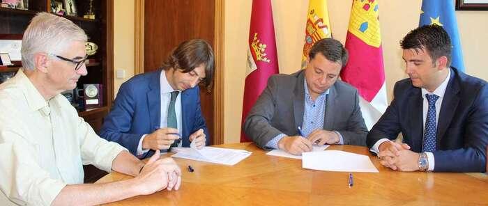 Manuel Serrano firma un préstamo con Eurocaja Rural y otro con BBVA por valor total de 6,7 millones de euros para financiar inversiones de especial interés para Albacete y los albaceteños