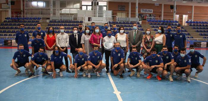 """El Gobierno regional felicita al Viña Albali Valdepeñas, """"que ejemplifica como con esfuerzo y trabajando en equipo se pueden conseguir grandes metas"""""""