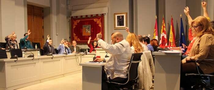El Pleno aprueba un plan de pagos para el abono a la EATIM de Cinco Casas del IBI de las termosolares