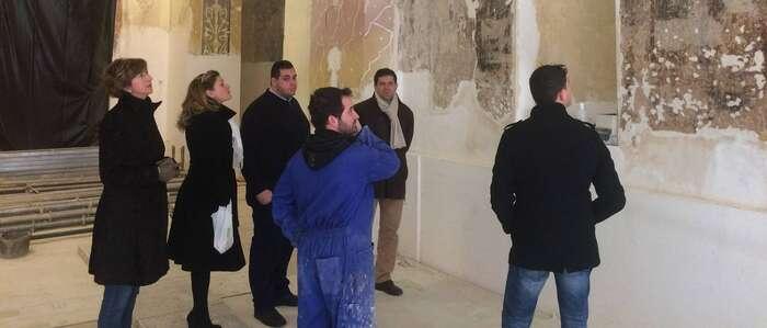 Visita del alcalde de Bolaños a las obras de restauración de las pinturas de la ermita del Santísimo Cristo de la Columna