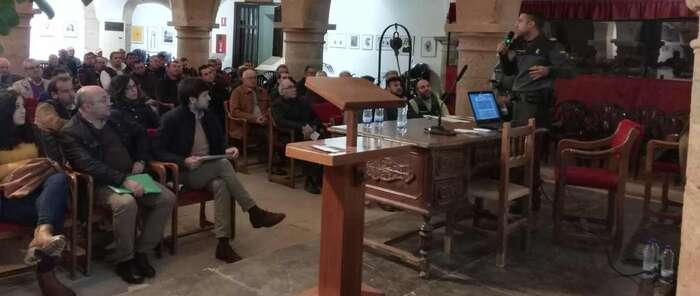 La Guardia Civil instruye a más de 150 agricultores y ganaderos  de ASAJA para evitar los robos en el campo ante la inminente campaña de la aceituna