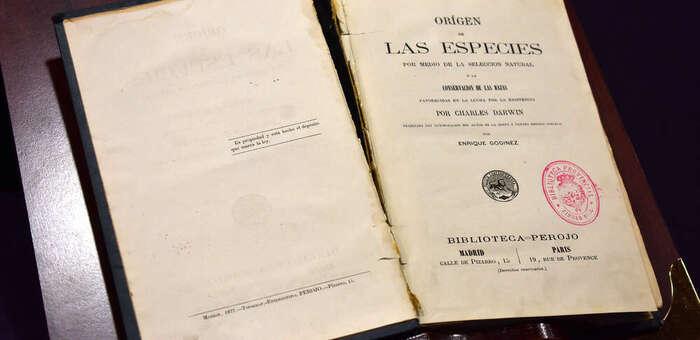 La Guardia Civil devuelve a la Biblioteca Pública del Estado un libro de Charles Darwin que iba a subastarse