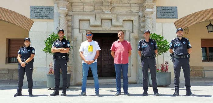 El Ayuntamiento de Villacañas está incorporando, durante estos días, a los cinco nuevos agentes de Policía Local, una mujer y cuatro hombres,