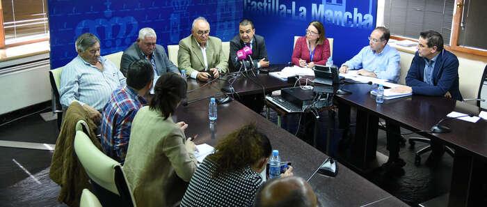 El Gobierno de Castilla-La Mancha analiza con ASAJA los borradores de nuevas ayudas para ganaderos por ataques de buitre o lobos