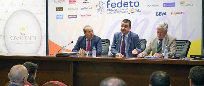 El Gobierno regional apadrina la fusión de las dos asociaciones de empresas de avicultura de puesta en Castilla-La Mancha unidas bajo el nombre de AVICAM