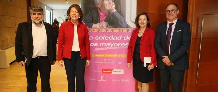 Castilla-La Mancha trabaja para prevenir la soledad de los mayores a través de medidas como la Línea de Dinamización de las Zonas Rurales