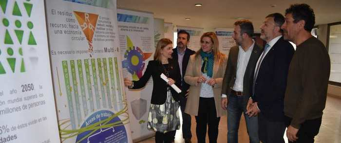 El Gobierno regional estrena en Cuenca la exposición 'Castilla-La Mancha en la senda de la transición' que llegará a toda la Comunidad Autónoma