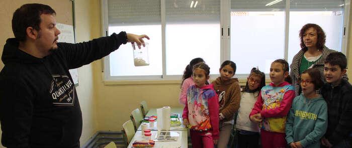 El Ayuntamiento de Alcázar inicia una campaña ambiental en los colegios para evitar el desecho de toallitas por el W.C.