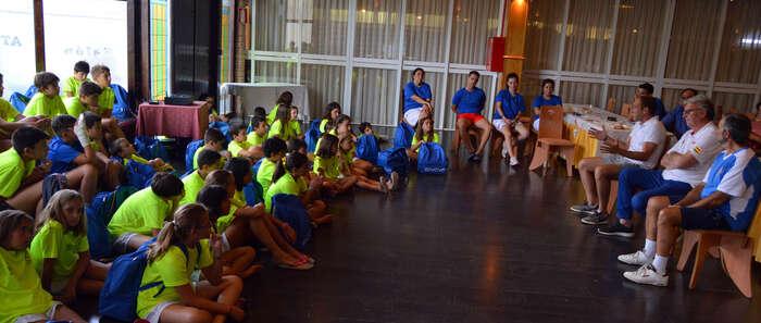 Pérez Pizarro y Paniagua transmiten sus valores  a los alumnos del Campus de Verano de Baloncesto