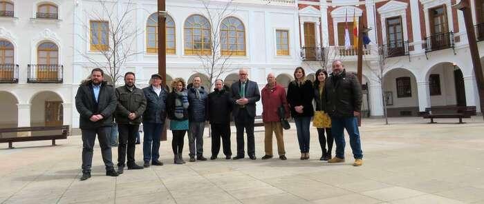 Manzanares recupera el 'Pozo Concejo' y luce renovada la fachada de la Casa Consistorial