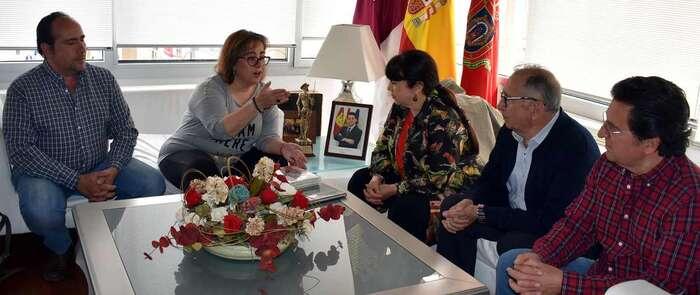 Manuela Nieto-Márquez recibe a la presidenta  de la Casa de Castilla-La Mancha en Zaragoza