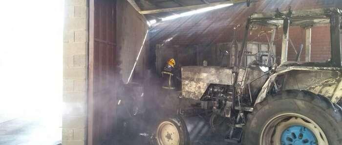 Importantes daños materiales en un incendio en una nave de Villarrubia de los Ojos