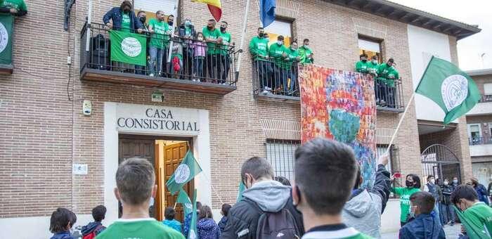 Paseíllo, homenaje en el Ayuntamiento y ofrenda al patrón para celebrar el ascenso y el título de campeón de 34 División del CD Marchamalo