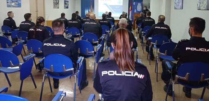 La Policía Nacional forma a sus agentes para mejorar la atención a las demandas de seguridad específicas de Castilla-La Mancha