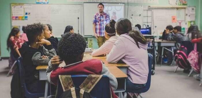 Expertos educativos urgen a cambiar el modelo de evaluación para mejorar el nivel de Inglés de los alumnos de España