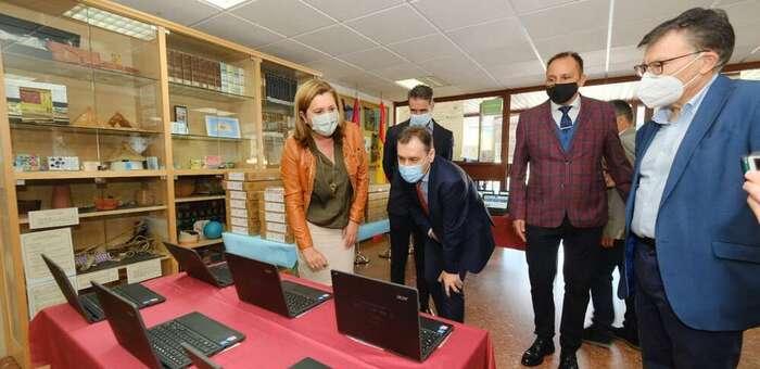 Comienza la entrega de los más de 18.000 dispositivos de 'Educa en Digital' a los alumnos vulnerables de Castilla-La Mancha