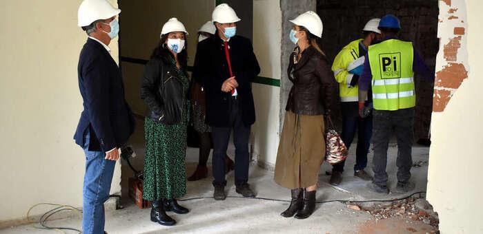Pilar Zamora visita las obras de adaptación del colegio Ciudad Jardín como sede de la Universidad Popular