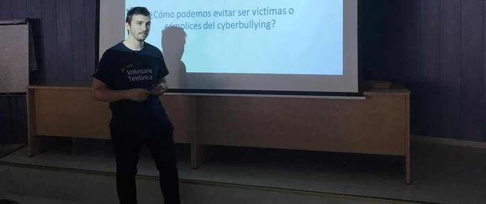 Voluntarios de Telefónica de Castilla-La Mancha llevan la Ciberseguridad a los coles de la Región