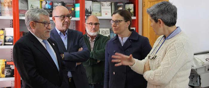 El Gobierno regional donará al Ayuntamiento de Cebolla los libros que precise y los que no cubrirán las necesidades de otras bibliotecas de la región